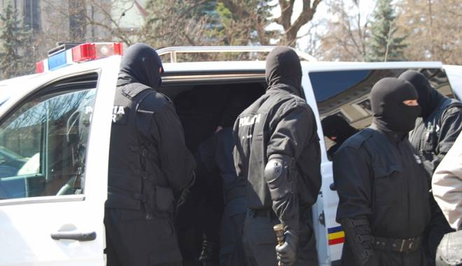 Foto: Traficanţi de droguri, prinşi de poliţiştii constănţeni