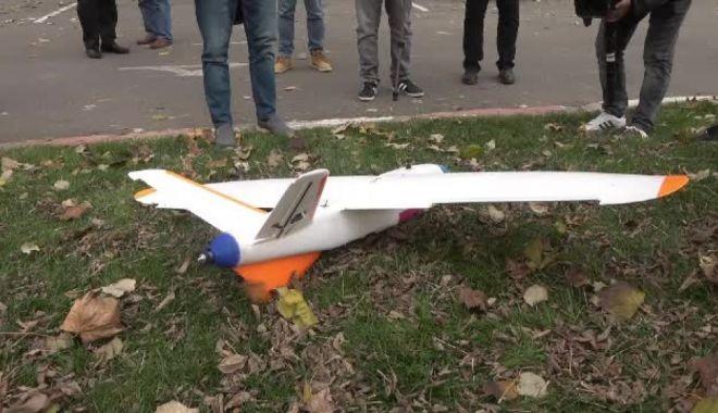 Premieră mondială. Un român a construit o dronă pe care a ghidat-o deasupra Carpaților - drona-1572629467.jpg