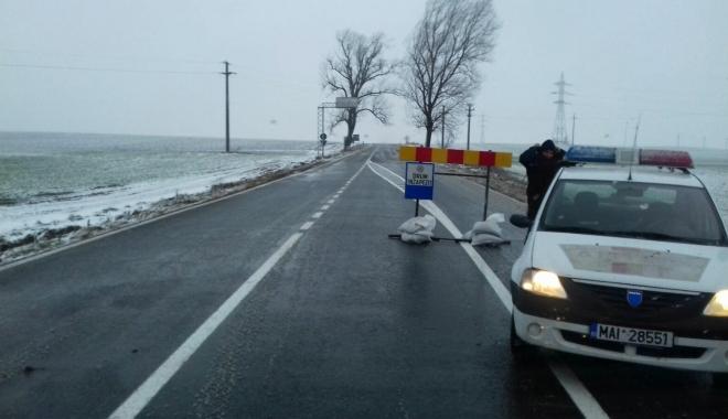 Foto: Cod galben de vânt, cum se circulă la Constanţa. Un drum naţional, închis!