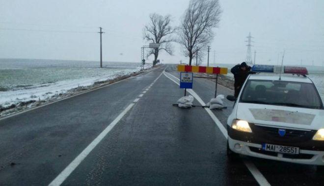 Foto: S-a deschis circulaţia spre Cumpăna! Drumul fusese închis azi-noapte din cauza vizibilităţii reduse