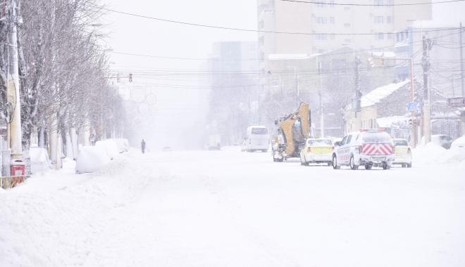 """Foto: Constanţa, din nou sub cod portocaliu. """"Va cădea mult mai multă zăpadă"""""""