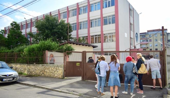 Foto: ÎNCEPE EVALUAREA NAŢIONALĂ. Absolvenţii de clasa a VIII-a susţin astăzi proba la limba română