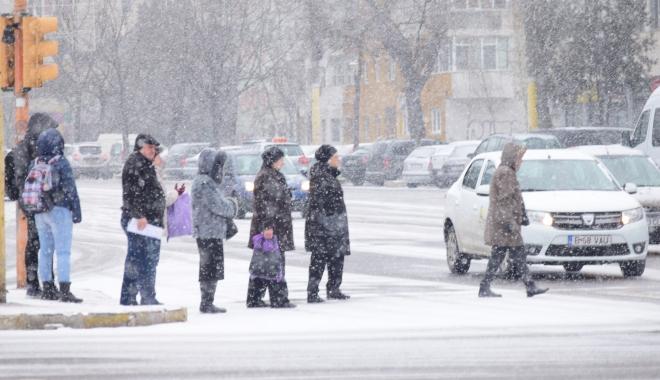 Foto: Galerie foto / Iarnă la Constanţa! Zăpada îngreunează traficul şi s-a format polei