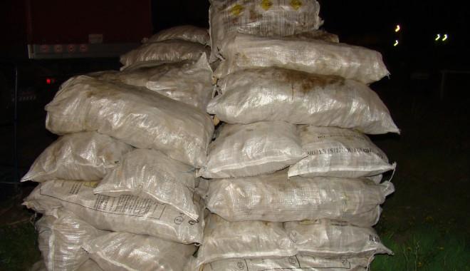 Foto: Tone de legume, transportate fără documente legale