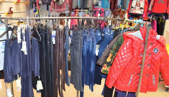 """Foto: A dat """"lovitura"""" într-un centru comercial: a furat haine de 305 de lei"""