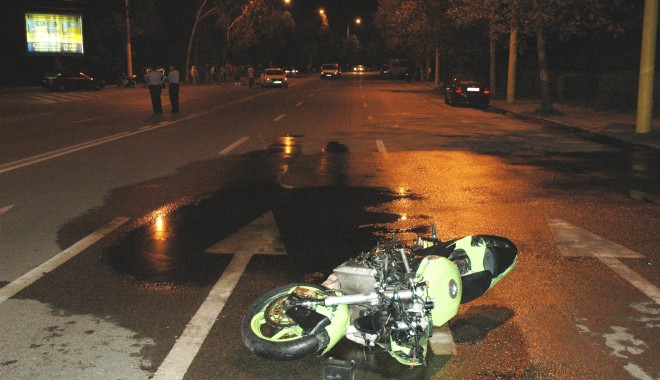 Foto: Atenţie! IMAGINI ŞOCANTE! Motociclist din CONSTANŢA, OMORÂT sub roţile unei maşini