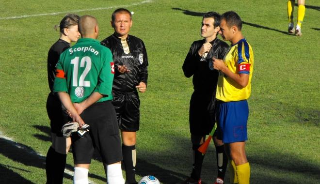 Foto: Fotbal / FIFA dorește ca la un meci doar căpitanul de echipă să se poată adresa arbitrului