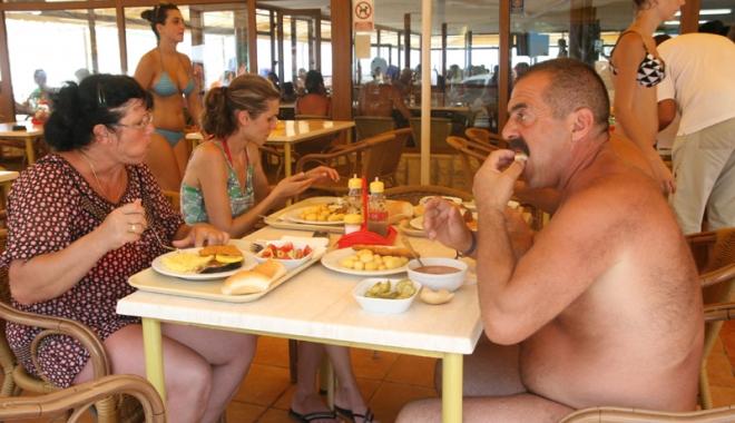 Ce servesc la masa turistii din Mamaia si Mangalia? Au fost ...