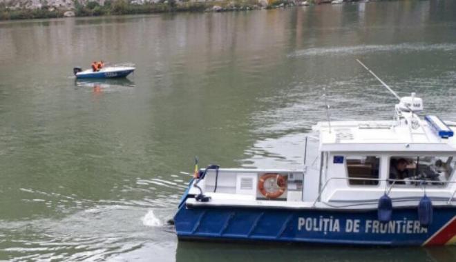 Foto: Trupul femeii căzute cu mașina în Dunăre sâmbătă a fost găsit