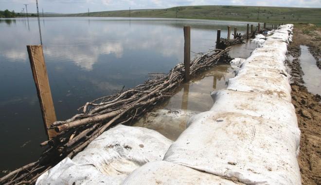 Foto: COD PORTOCALIU de INUNDAŢII pe Dunăre. Viitura a ajuns la Topalu / Galerie foto