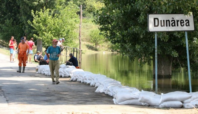 Foto: Dunărea se umflă periculos. Cod galben de inundaţii, la Constanţa