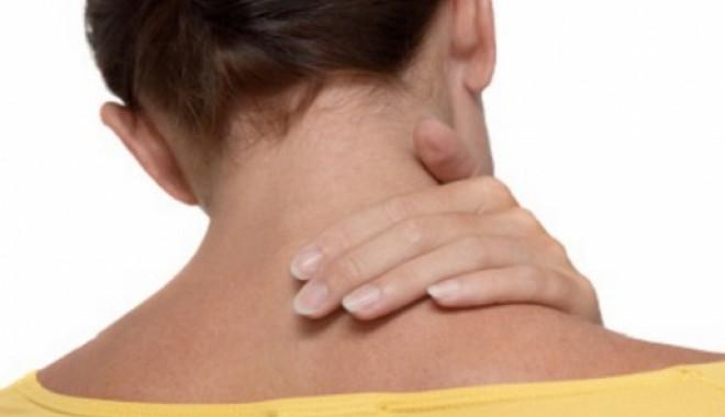 Foto: Durerea de ceafă, consecinţa hărţuirii la locul de muncă