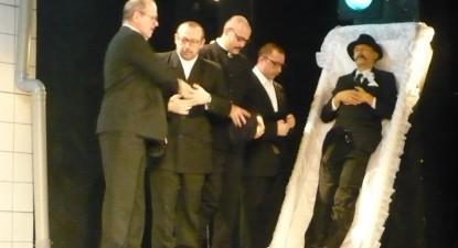 """Foto: Actorii constănţeni joacă la Buzău (Pe)trecerea sufletelor"""""""