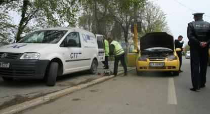 Foto: Poliţiştii rutieri şi RAR-ul au luat la puricat taximetriştii