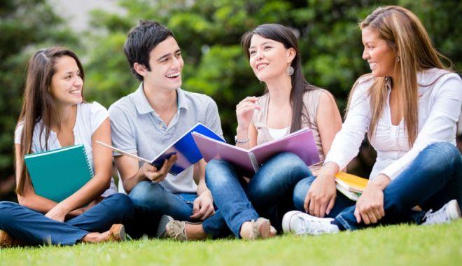 Foto: Zeci de burse pentru studenții constănțeni!