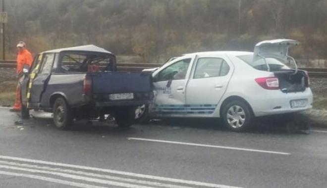 Foto: GRAV ACCIDENT RUTIER. Doi oameni au murit, după ce o maşină a intrat pe constrasens