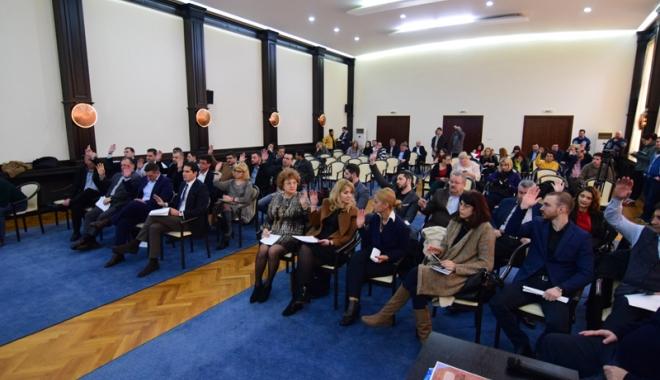 Foto: Serviciul de ecarisaj și iluminatul public, motiv de dispută în Consiliul Local Constanța
