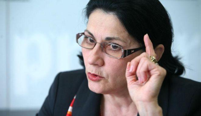 Foto: PSD Sibiu o acuză pe Ecaterina Andronescu că urmează ordinele lui Klaus Iohannis