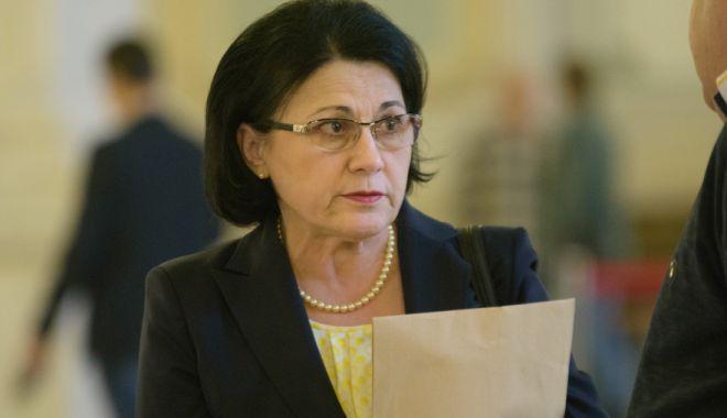Foto: Ecaterina Andronescu: Mă aştept să fiu dată afară din PSD
