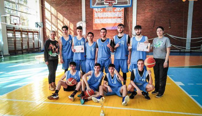 """Echipa Liceului """"Decebal"""", calificată la turneul final - echipa-1550612031.jpg"""