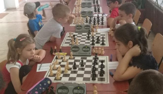 Foto: Echipa Palatului Copiilor Constanţa, campioana Festivalului Şahului Juvenil