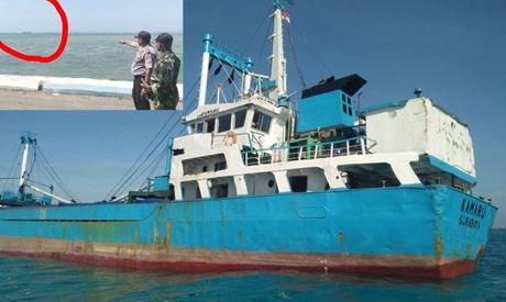 Foto: Echipajul unui cargou indonezian a fost salvat de pescari
