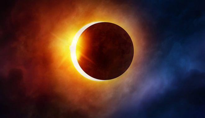 Foto: Când are loc cea mai lungă eclipsă de Lună din secolul 21? Va dura 102 minute