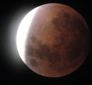 Foto: Eclipsa totală de Lună, vizibilă şi la Constanţa