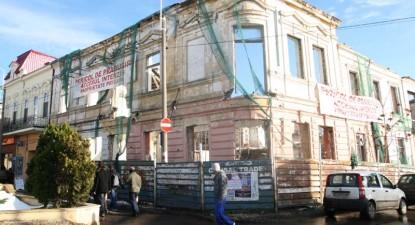 Foto: 80% din clădirile din Peninsulă sunt în pericol de prăbuşire