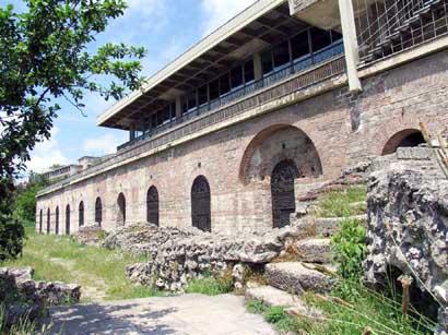 Tunelurile secrete ale Constanței - edificiu-1332260074.jpg