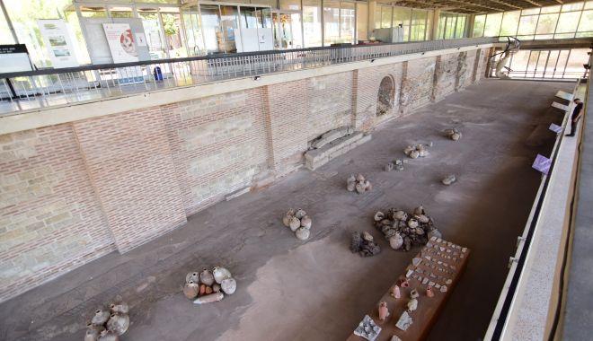 """Edificiul Roman cu Mozaic, şubrezit de vreme! """"Vizitatorii riscă să se trezească cu tencuiala în cap"""" - edificiulromancumozaic6-1620149329.jpg"""