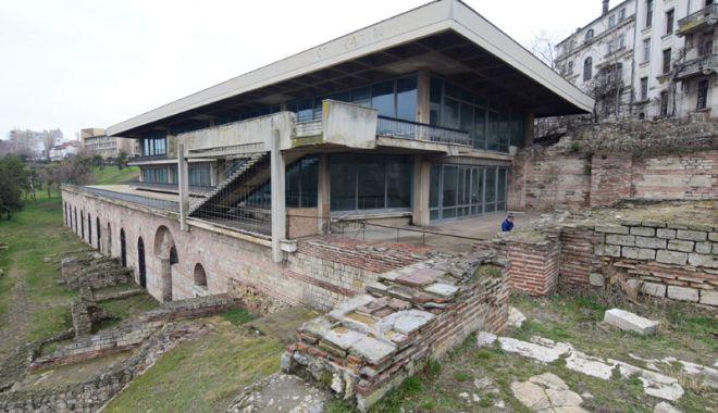 Foto: Ce-a fost şi ce-a ajuns! Edificiul Roman cu Mozaic, într-o continuă degradare