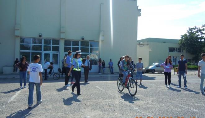 """Foto: Concursul """"Educaţie Rutieră, educaţie pentru viaţă"""" a avut loc, astăzi, la Palatul Copiilor"""