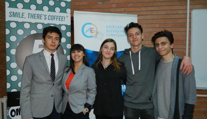 Foto: Ei sunt reprezentanţii elevilor constănţeni. Asociaţia şi-a ales noua conducere