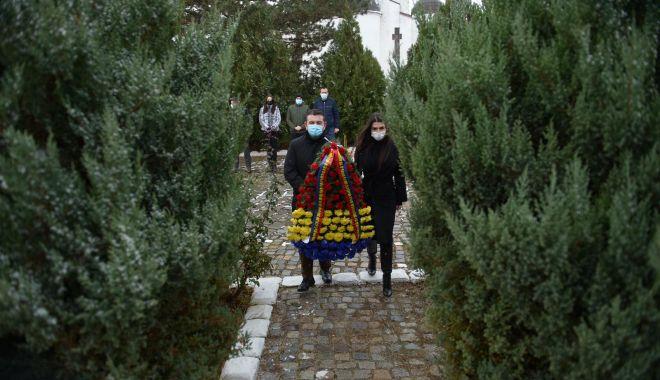 Elena Băsescu a depus o coroană la Cimitirul Internaţional de Onoare de la Mircea Vodă - elenabasescuonnline-1606822885.jpg