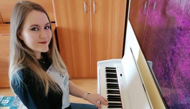 La 18 ani, Denisa Ștefania Lucan cucerește cu vocea ei minunată - eleva4111-1591279735.jpg