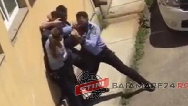 Foto: Doi poliţişti, bătuţi de un elev de 15 ani, drogat