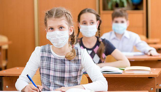 Ministrul Economiei: Elevii și profesorii care merg la școală în luna iunie vor avea asigurate măști - elevi-1589360442.jpg
