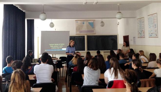 """Foto: Elevii şi poliţiştii, activităţi interactive  în săptămâna  """"Şcoala Altfel"""""""