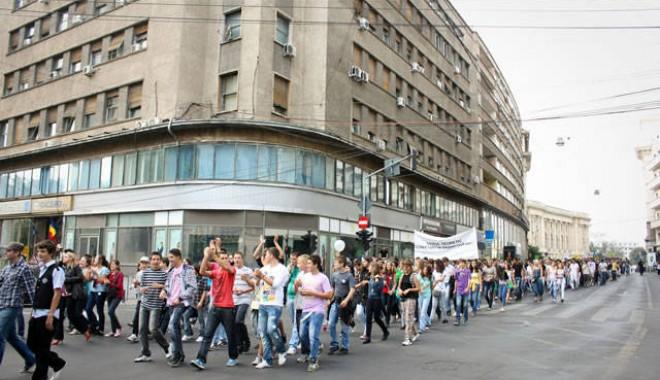 Studenţii ieşeni sunt alături de colegii lor din Constanţa - elevi134892730313530993651355834-1390216586.jpg