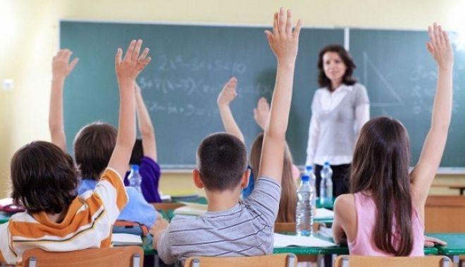 """Foto: Ecaterina Andronescu: """"Există posibilitatea închiderii unor şcoli, în condiţii de vreme severă"""""""