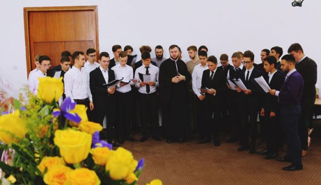Noul an şcolar începe şi la Seminarul Teologic - elevi2-1536338575.jpg