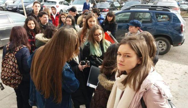 """Foto: Replică la protestele elevilor. """"Nu există bază legală pentru decontul transportului!"""""""