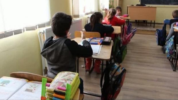 Foto: Anchetă într-o şcoală / Profesoară cu TBC, trei elevi suspectaţi
