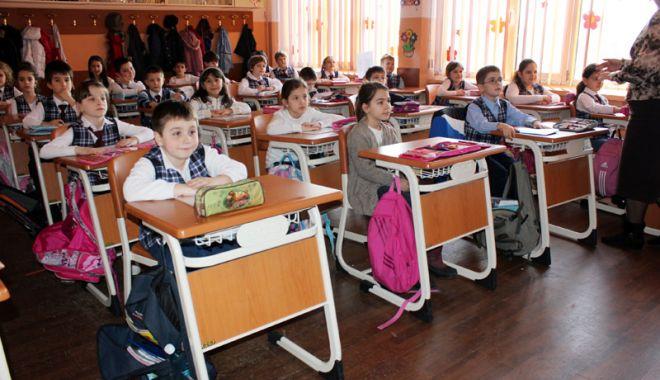 Foto: Elevii, chemaţi sâmbăta la şcoală? Orele pierdute din cauza viscolului, recuperate până la finele anului şcolar