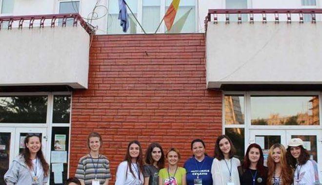 """Foto: Elevii Colegiului """"Regina Maria"""" au jucat """"Hamlet"""" pe scena Festivalului """"Miturile Cetăţii"""""""