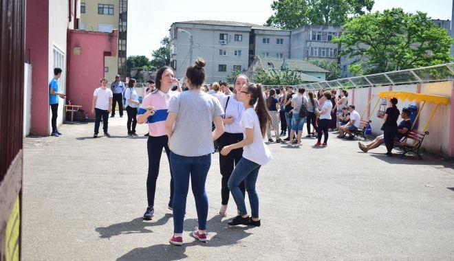 Foto: ADMITERE LICEU 2018. A fost publicată ierarhia județeană. 6 eleve cu medii de 10