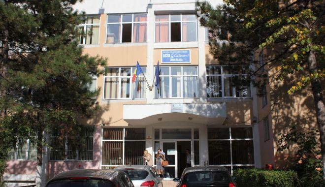 """Foto: Elevii Liceului """"George Călinescu"""", premiaţi la un nou concurs"""