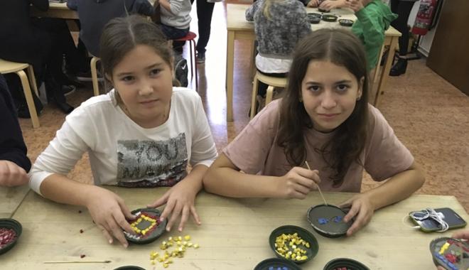 """Foto: Elevii de la Şcoala """"Gheorghe Ţiţeica"""" promovează tradiţiile dobrogene în Italia"""