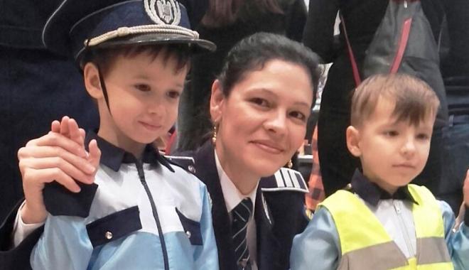 Foto: Elevii din Constanţa şi-au petrecut  week-end-ul  alături de poliţişti